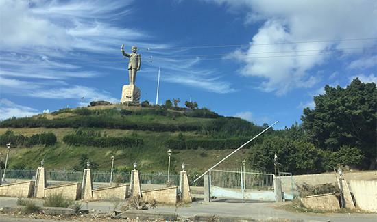 Hafez statue